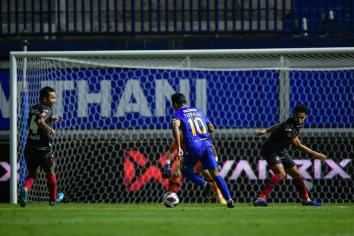 """""""ธีรศิลป์"""" ยิงทีมเก่า บีจีเชือดเมืองทอง 2-1 ไทยลีก 1"""