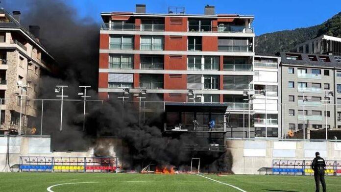 เกมอันดอร์รา-อังกฤษ เตะตามเดิม แม้มีไฟไหม้ ทีมชาติ
